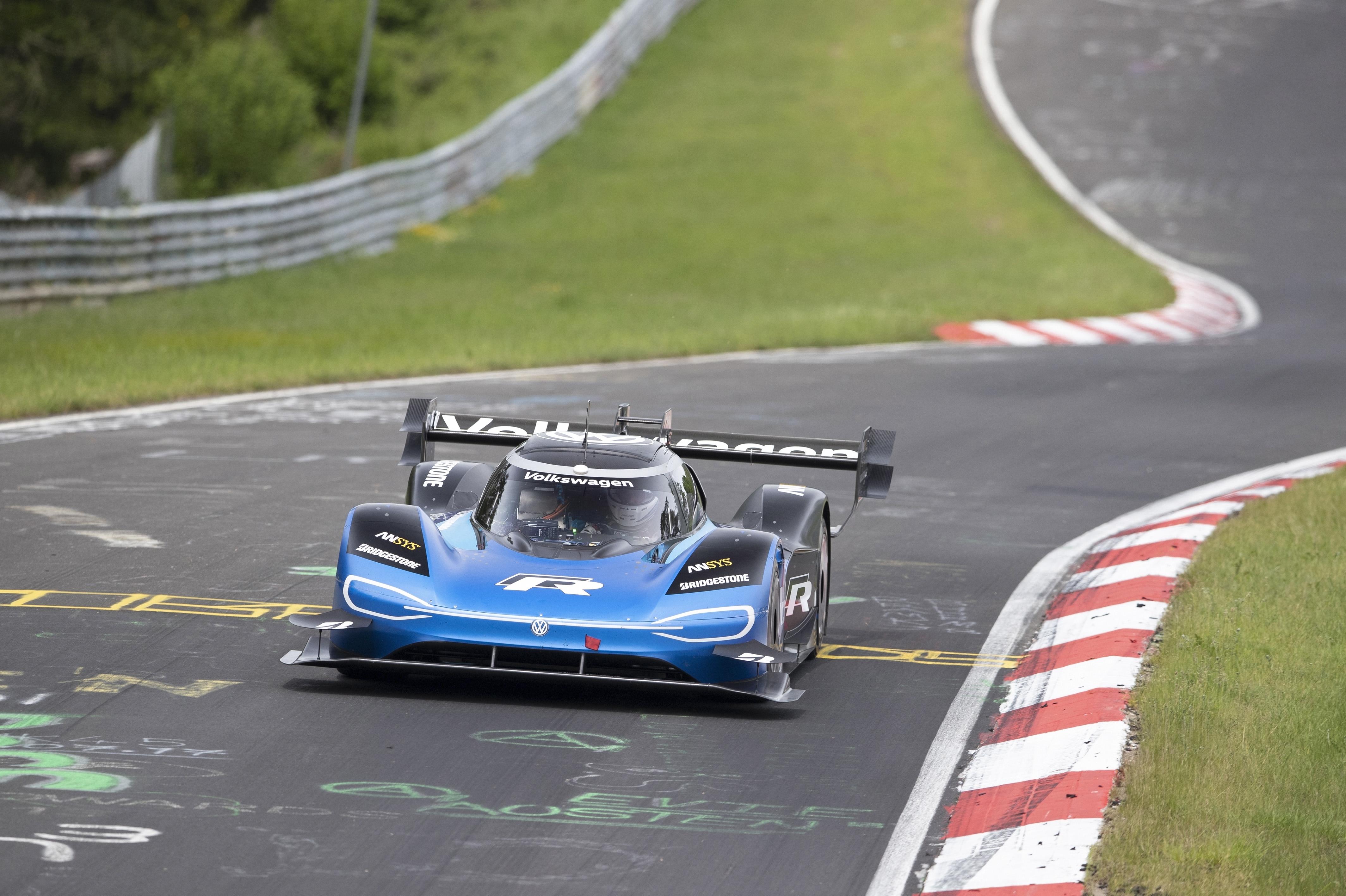 Bridgestone e Volkswagen juntos a quebrar o record de Nürburgring